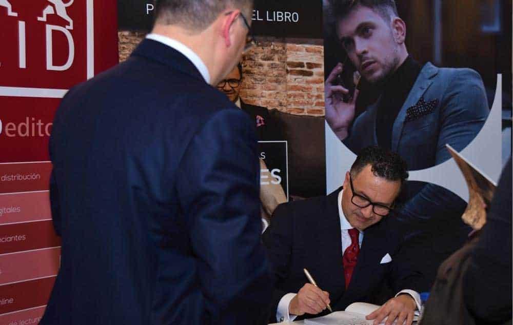 """Bere Casillas presenta """"Hombres con Estilo"""", su nuevo libro en el Hotel Óscar Room Mate de Madrid."""