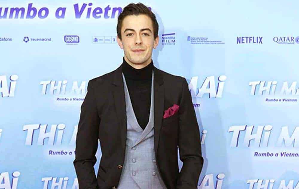 """El actor Víctor Palmero con total look en el estreno de la película """"Thi Mai, rumbo a Vietnam"""" de Dani Rovira y Carmen Machi."""