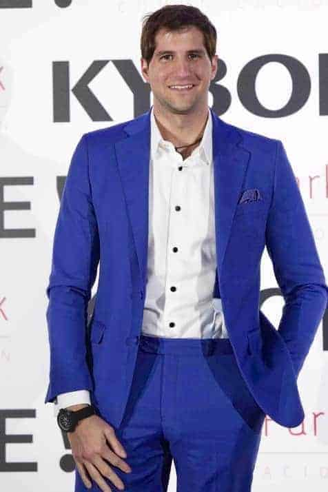 Julián Contreras Jr. con traje Bere Casillas en la presentación de Kyboe en Espana. (1)
