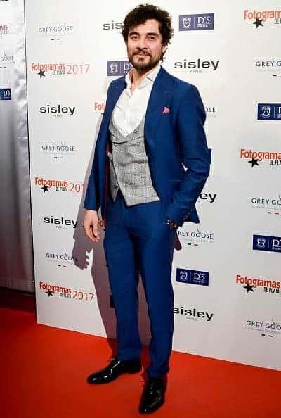 Manuel Seda - Traje azul con chaleco a cuadros Bere Casillas - Fotogramas de Plata 2018