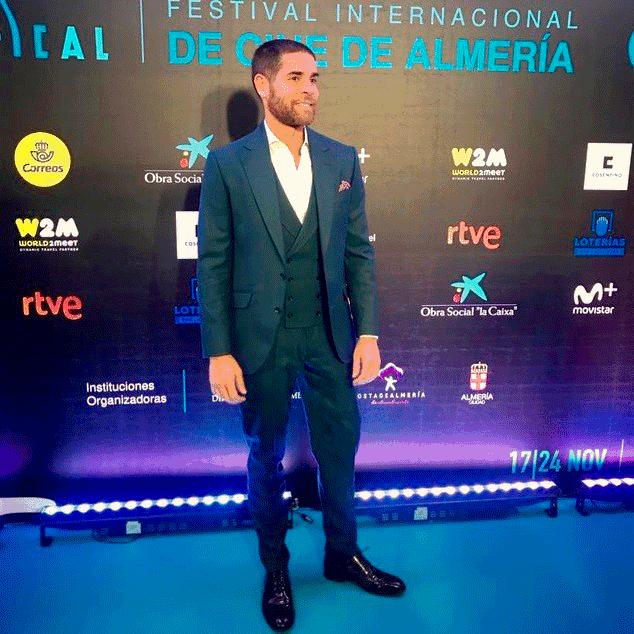 Adrián Castiñeiras en el Festival Internacional de Cine de Almería con traje a medida Bere Casillas
