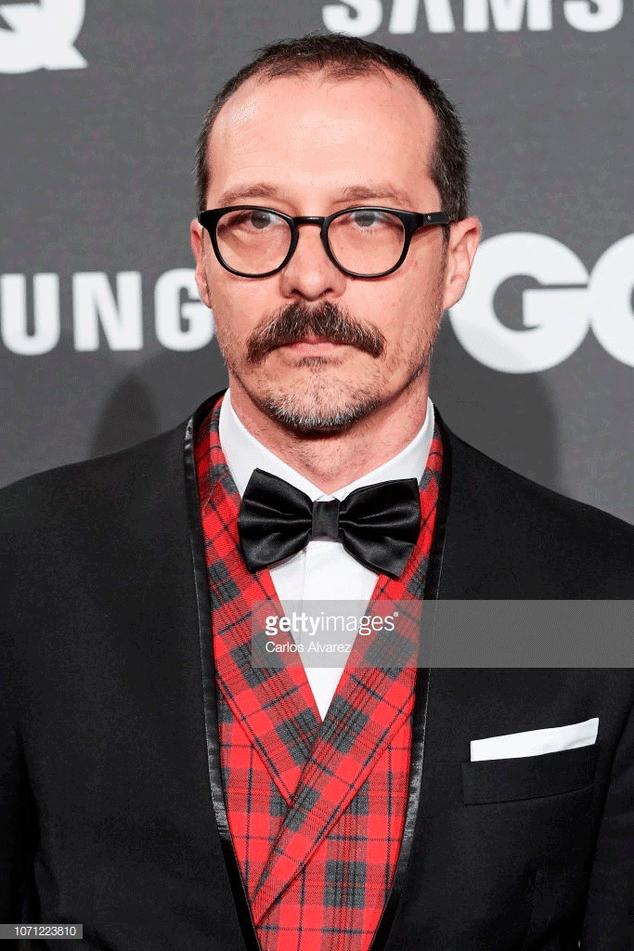 El actor Fele Martínez destaca en los premios GQ Hombres del Ano con un original esmoquin firmado por Bere Casillas.