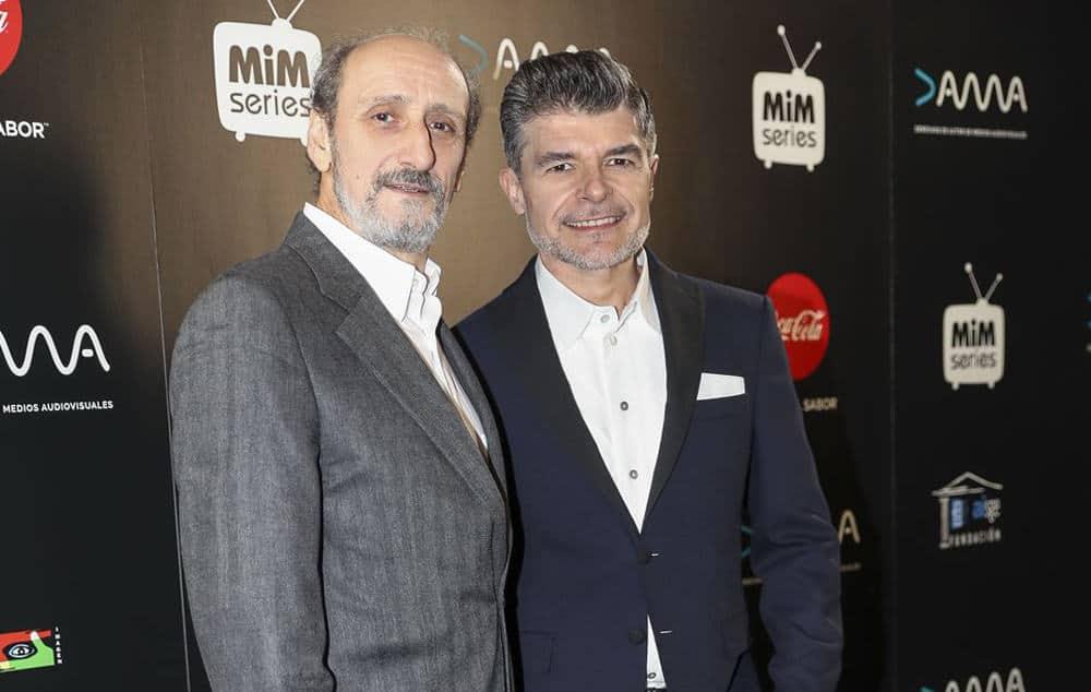 El actor Nacho Gerrero luce americana Bere Casillas en la entrega de los premios MIM