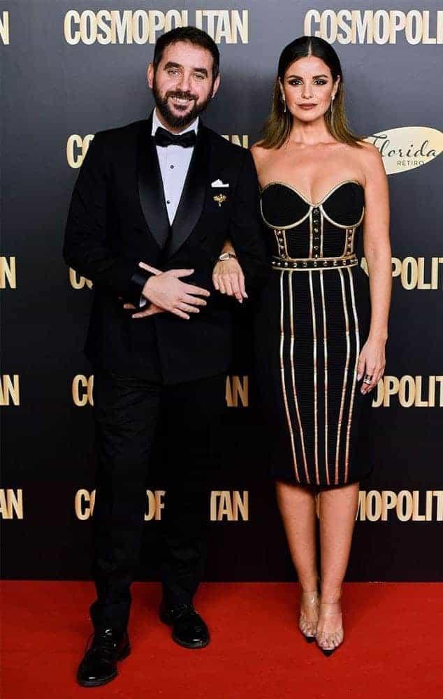 Gabriel con esmoquin a medida y Marta Torné con vestido de Maya Hansen.