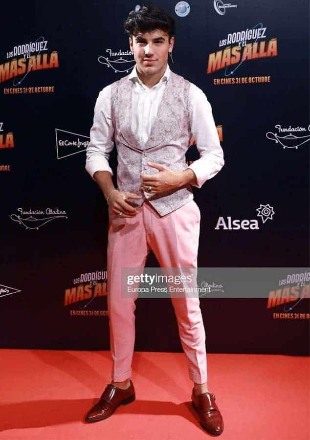 Óscar Casas pantalón a medida rosa