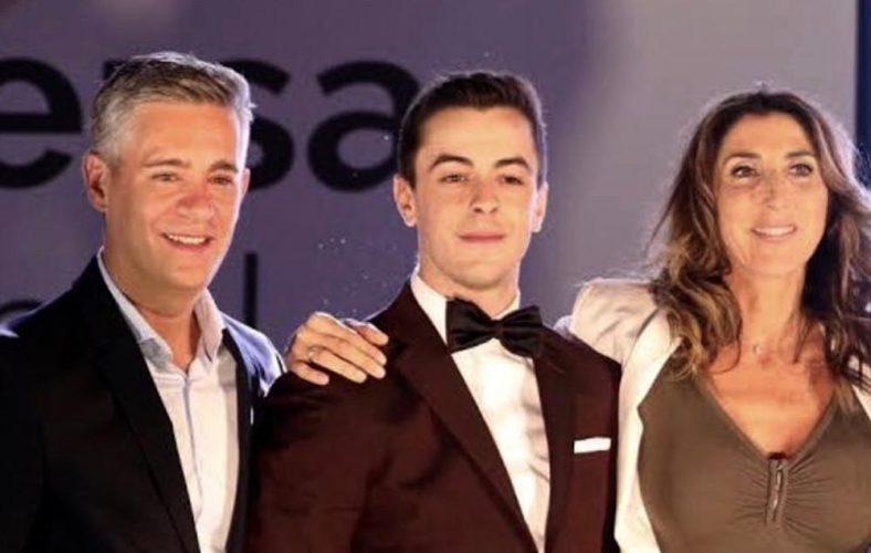 El actor Víctor Palmero con total look Bere Casillas en los Premios Deversa en Madrid.