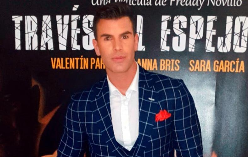 José Sánchez despunta como el más elegante en el estreno de su película.